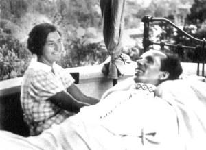 с женой раисой на балконе дома в сочи